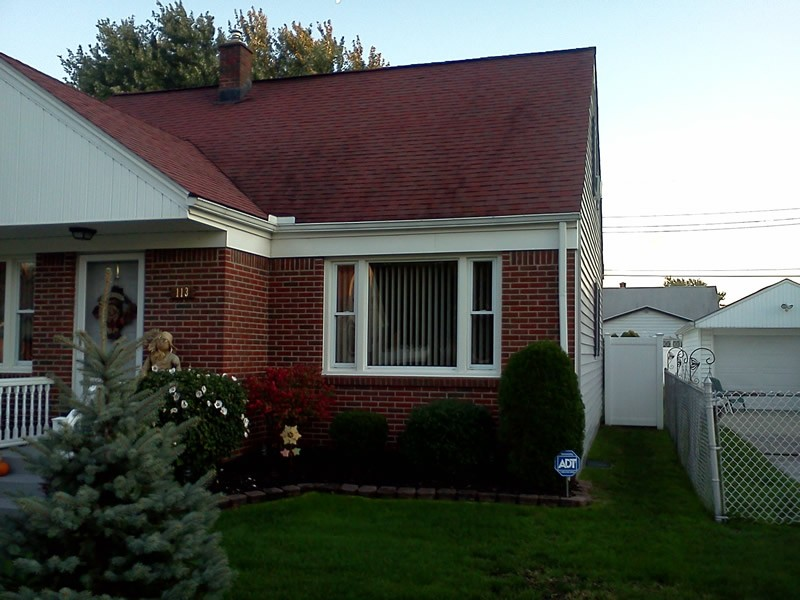 The front of a house, displaying gutters before the profile gutter installation.